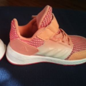 adidas Shoes - Adidas RapidaRun Sneakers